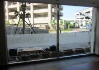 岸和田市 マンション ガラス面衝突防止デザイン貼付