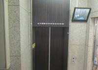大阪市 ビル内エレベータシート貼